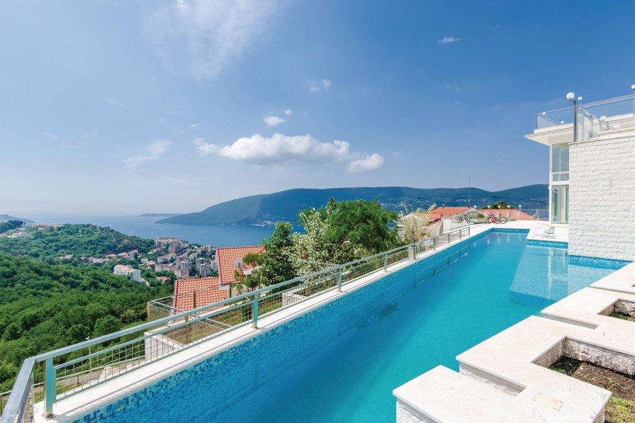 Villa with swimming pool in Herceg Novi