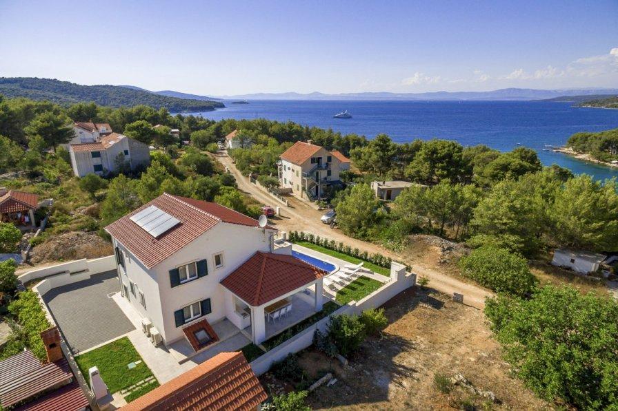 Villa in Croatia, Milna
