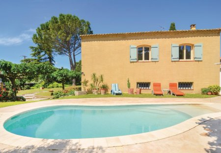 Villa in Saint-Hilaire-d'Ozilhan, the South of France
