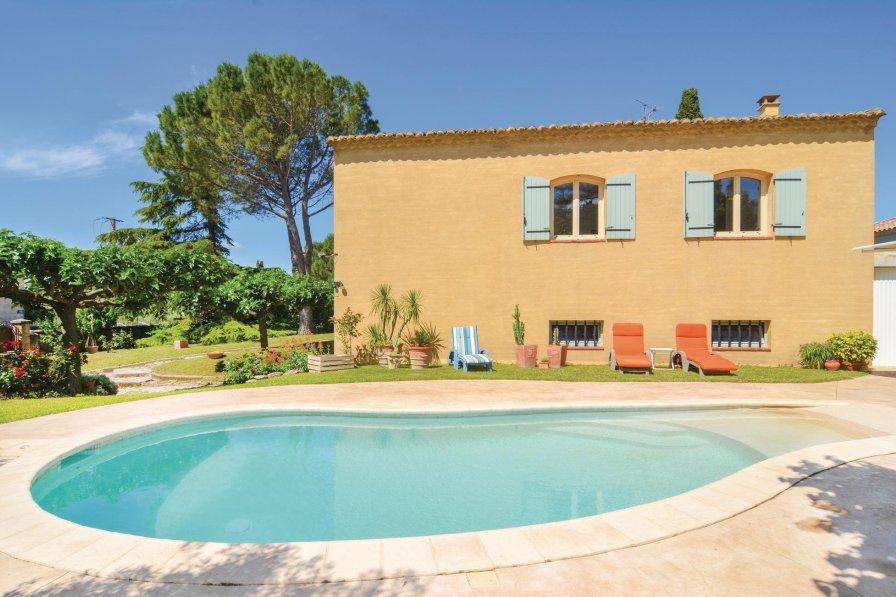 Villa in France, Saint-Hilaire-d'Ozilhan