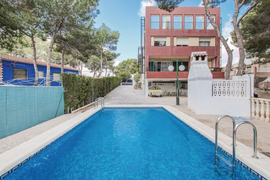 Holiday villa in Pinar de Campoverde with swimming pool