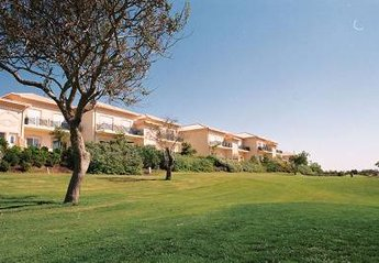 Apartment in Portugal, Quinta da Boavista: Front view of the ground floor apartment