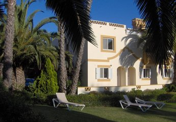 Villa in Portugal, Vale Centianes: Front of townhouse