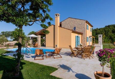 Villa in Vardica, Croatia