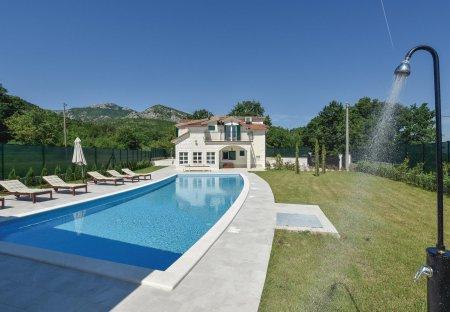 Villa in Potravlje, Croatia