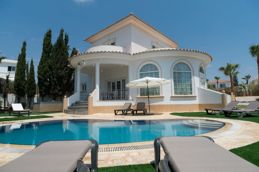 Villa to rent in Famagusta, south