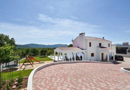 Villa in Šestanovac, Croatia