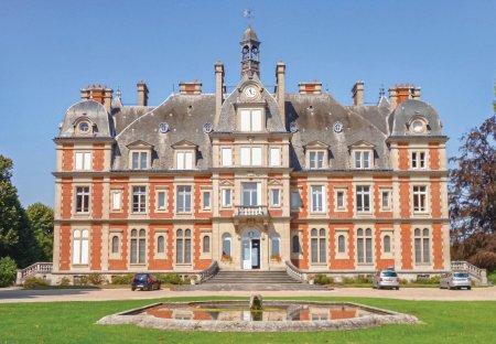 Apartment in Ocquerre, France