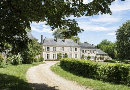 Chateau in Asnières-sur-Vègre, France