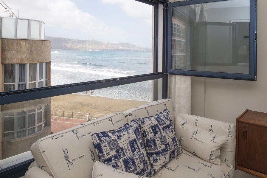 Charming beachfront apartment