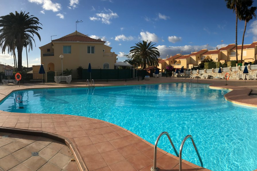 Sonemar complex with pool