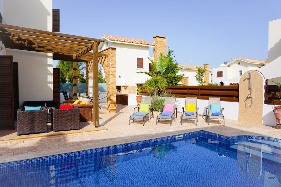 Villa rental in Ayia Napa, Cyprus, with swimming pool