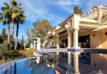 6 bedroom Villa for rent in Estepona