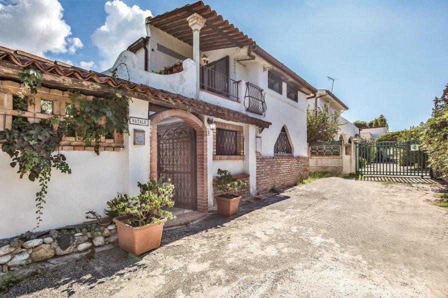 Villa in Italy, Riaci