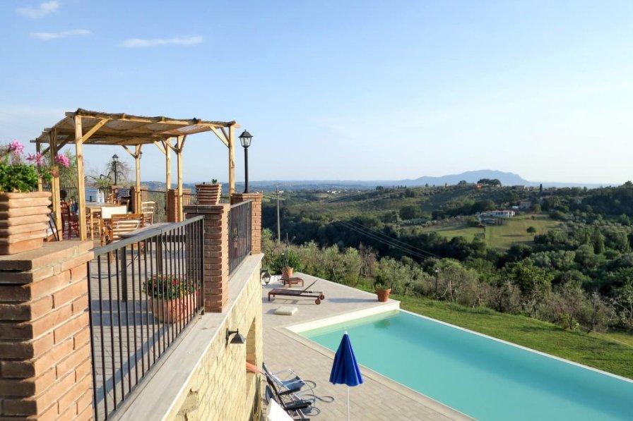 Villa in Italy, Montebuono