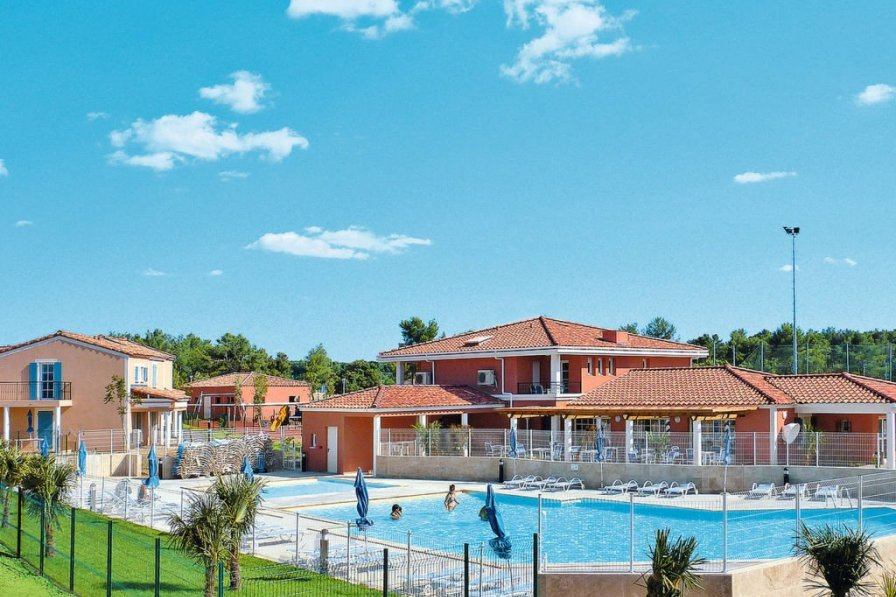 Exterieurs holiday apartment rental with swimming pool