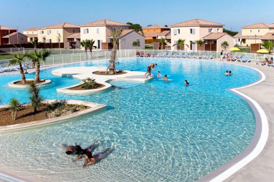 Villa in France, Zone d'Activite