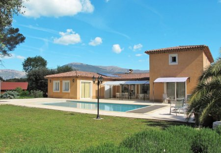 House in Roquefort-les-Pins Nord, the South of France