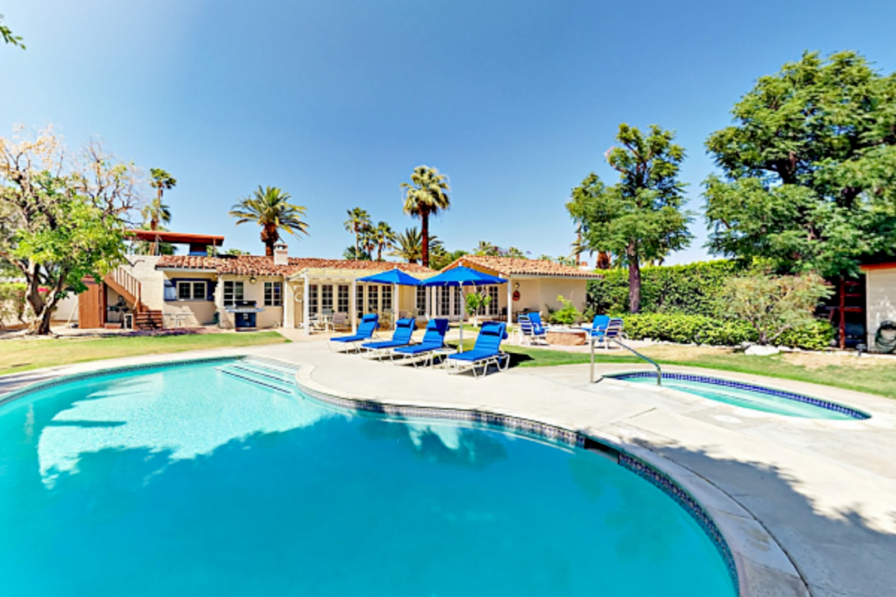 Luxury 3 Bedrooms House with a beautiful pool in Palm Springs
