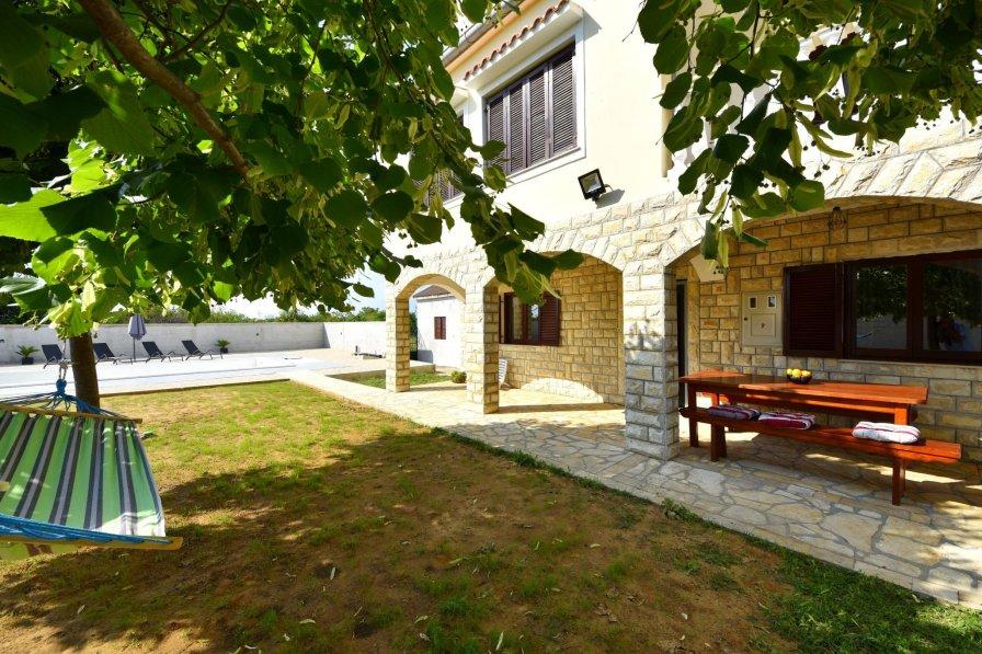 Villa in Croatia, Paljuv