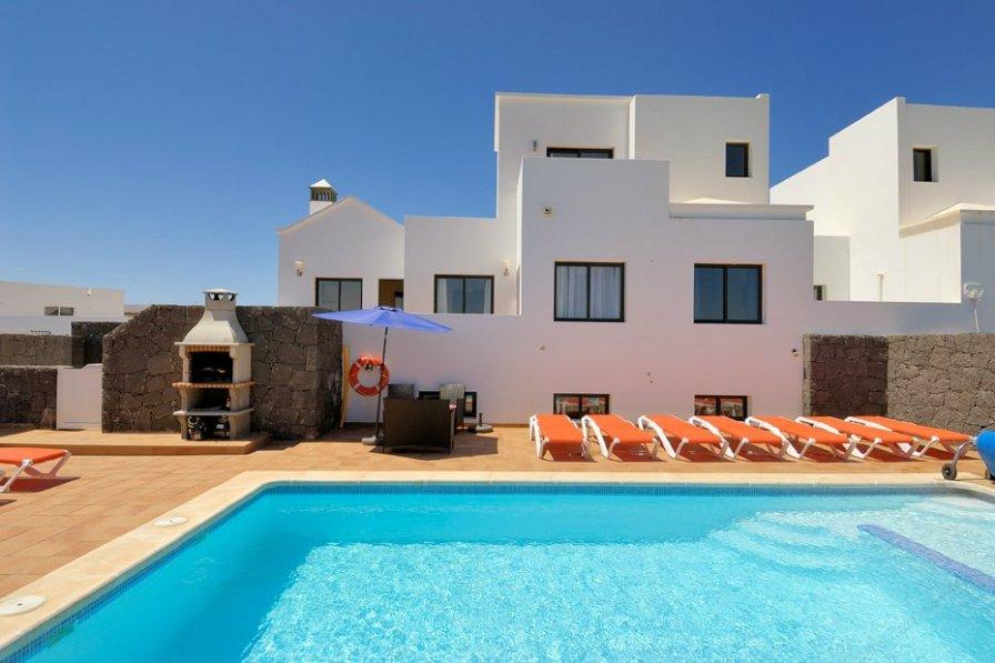 Villa To Rent In Costa De Papagayo Lanzarote With Private