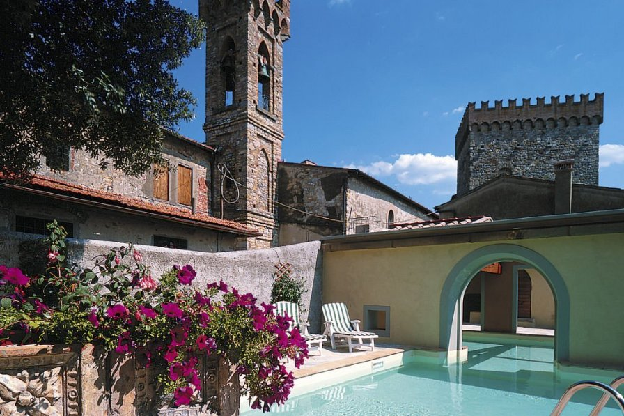 Villa in Italy, Volognano