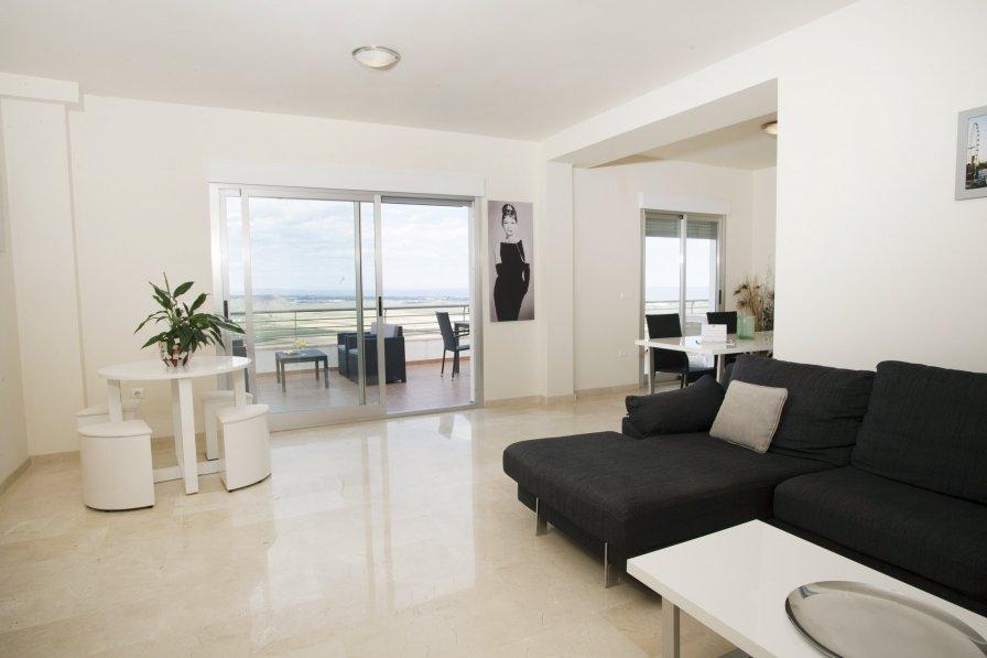 3 Bedrooms Deluxe Sea View Apartment