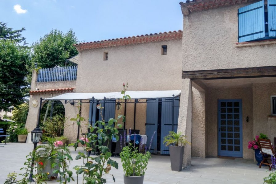 Apartment in France, Cabries Town