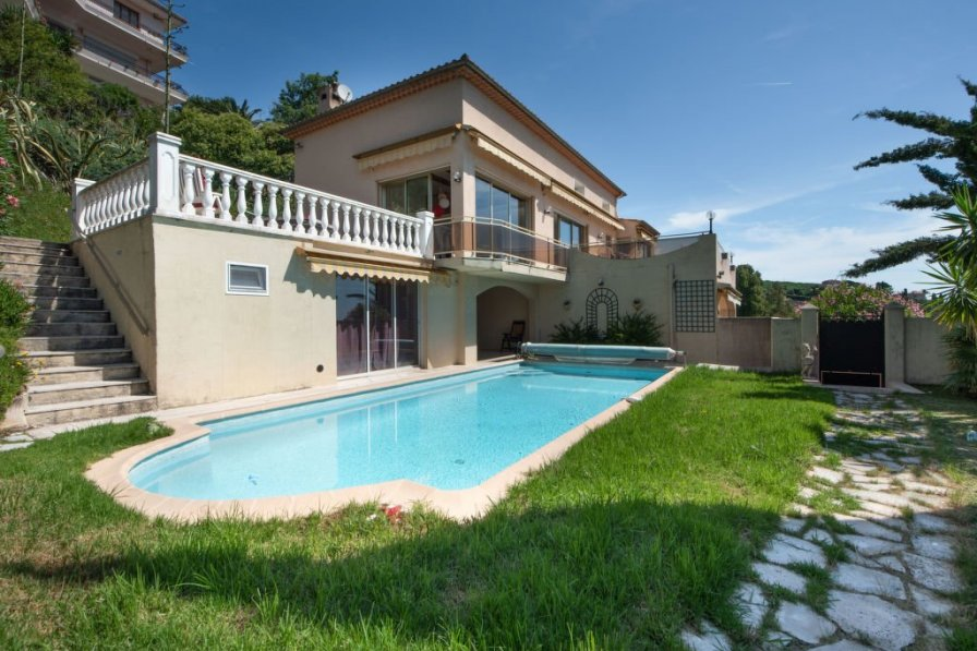 Villa in France, Les Termes