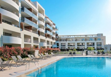 Apartment in Les Vespins, the South of France
