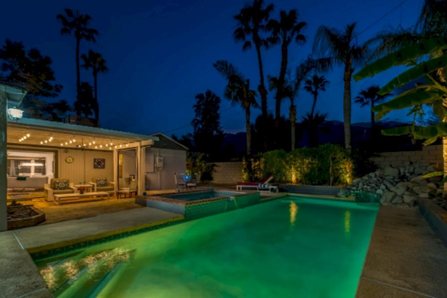 Luxury Bungalow with Swimming Pool in Palm Springs