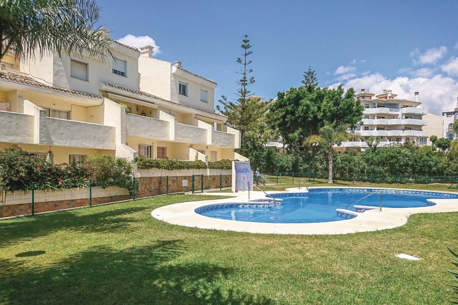 Villa rental in Sitio de Calahonda with shared pool