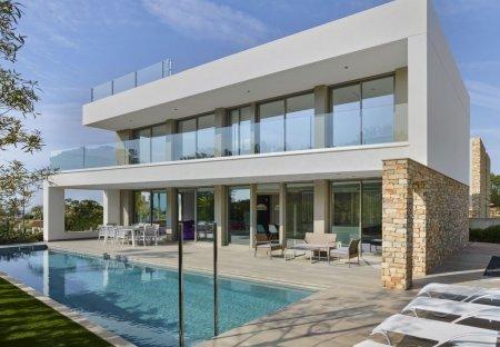 Villa in L'Ardiaca, Spain: fotografía casa en Cambrils by Eugeni Pons