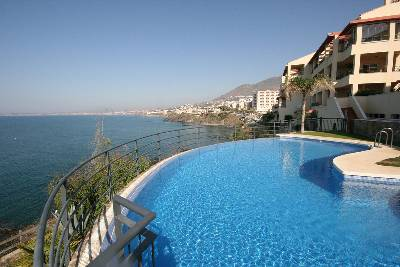 Apartment in Spain, Benalmádena: Sea and apartment view from pool