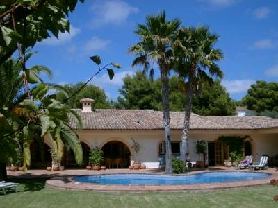 Villa in Spain, San Francisco: The Villa, garden and pool