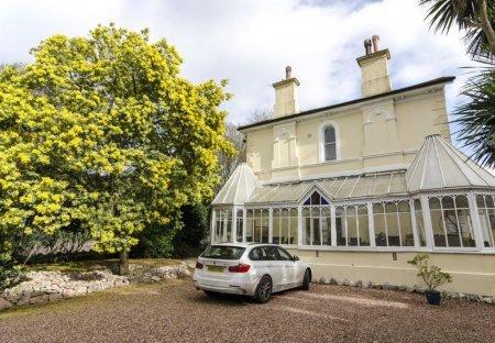 House in Wellswood, England