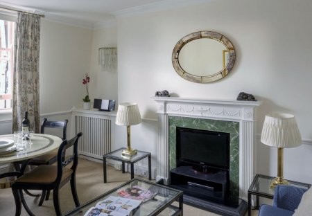 Apartment in West End, London: Curzon St And Charles St apartments, Mayfair