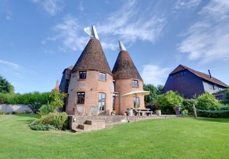 Farm House in Cranbrook & Sissinghurst, England