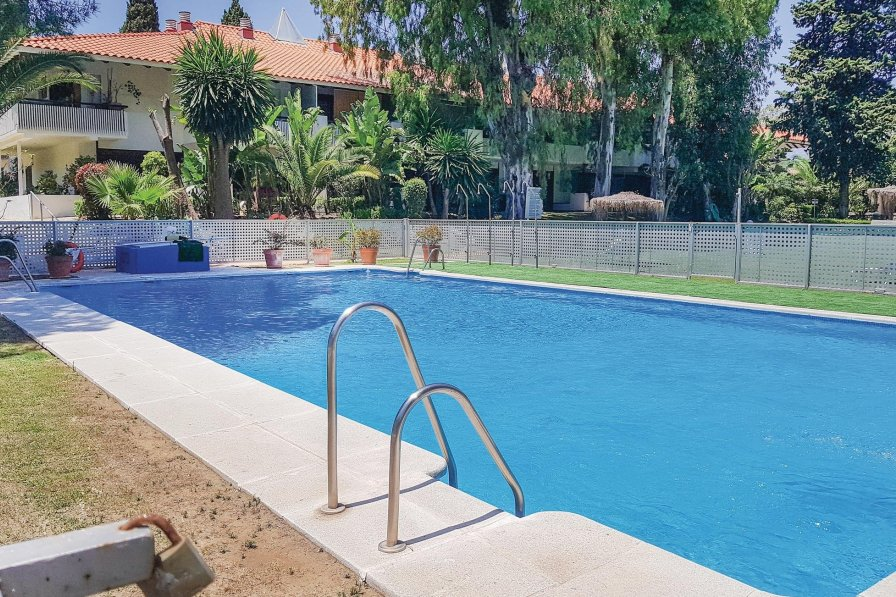 Apartment rental in Nueva Andalucía with shared pool