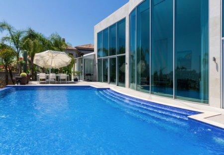 Villa in La Quinta Golf & Country Club, Spain