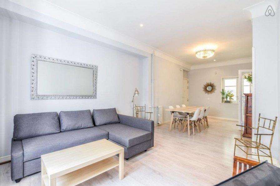 Apartment in Spain, Lista