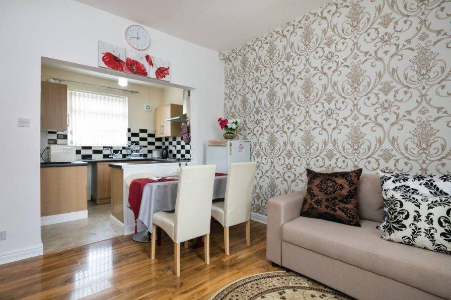 3-BEDROOMS KNUTSFORD HOUSE NEAR ETIHAD STADIUM FOR HOLIDAYS