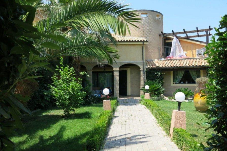 Villa in Italy, Pineto