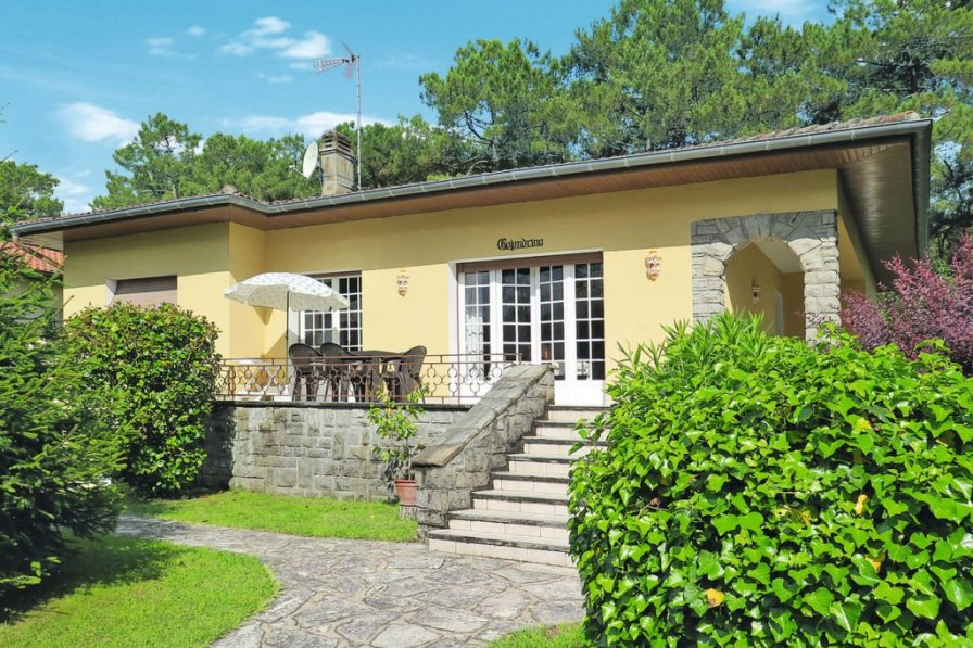 Villa in France, Centre 1