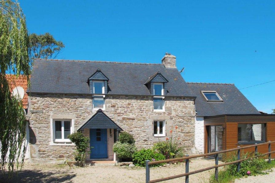 House in France, Plounévez-Lochrist