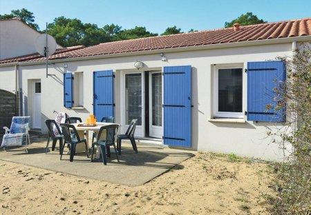 House in Longeville-sur-Mer, France