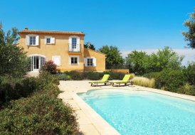 Villa in Pujaut, the South of France