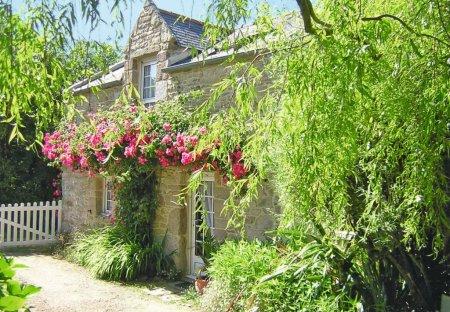House in Lampaul-Ploudalmézeau, France