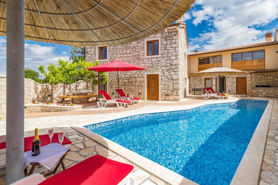 Villa rental in Orbanići with swimming pool