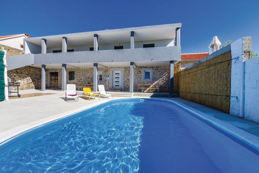 Villa to rent in Nadin